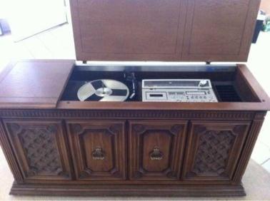 cabinet stereo.jpg
