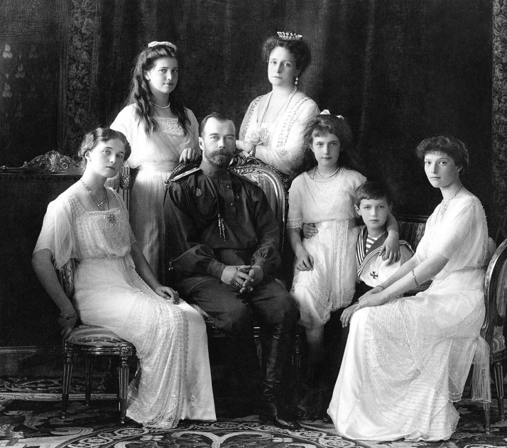 1200px-Russian_Imperial_Family_1913.jpg