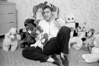 elvis-presley-at-home-with-teddy-bears-1956-phillip-harrington