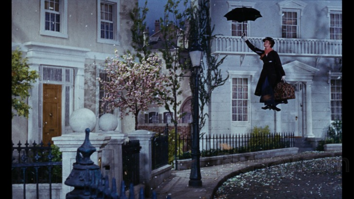 Mary arrives at Banks house