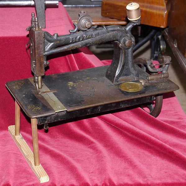 598px-elias-howe-sewing-machine